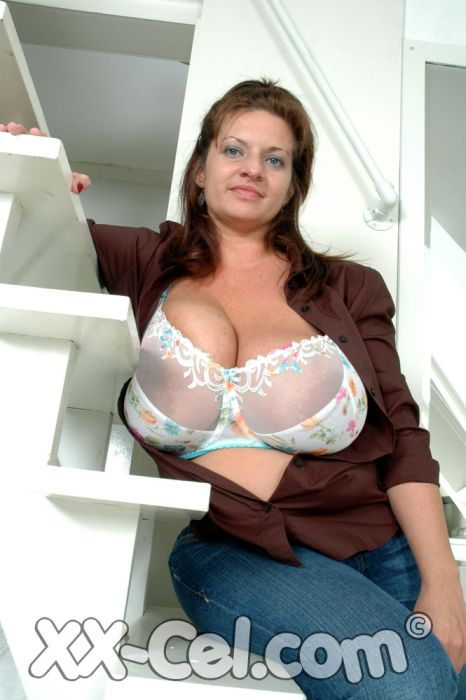 mariamoore xx-cel huge tits hh cup boobmodel